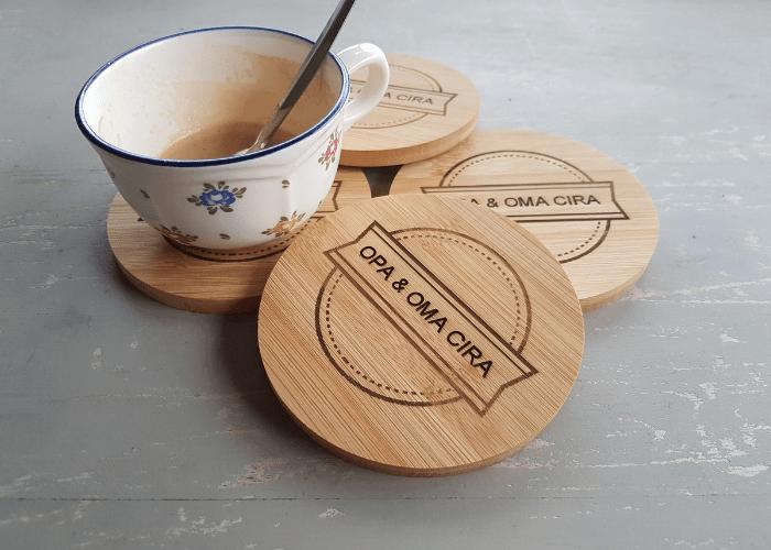 Eiken houten onderzetter met personalisatie