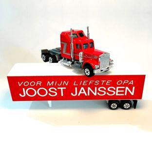 Vrachtwagen met tekst