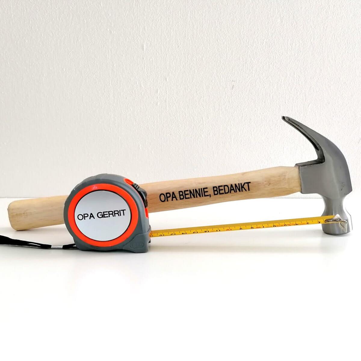 Stoere hamer met gratis rolmaat, beiden te personaliseren