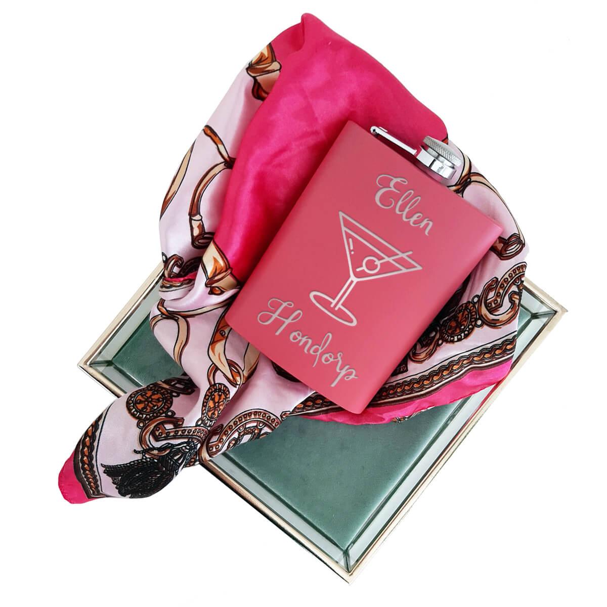 Huwelijksgeschenk: Gepersonaliseerde heupfles, roze voor haar, de lederen of metalen uitvoering voor hem