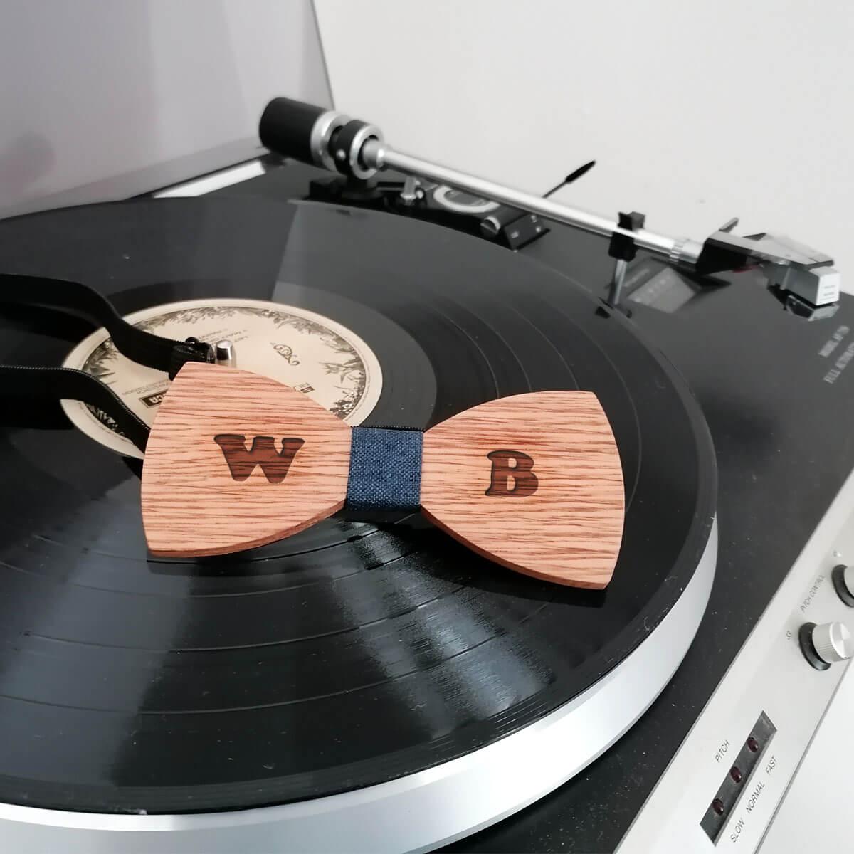 Persoanliseer deze houten stik met naam of initialen
