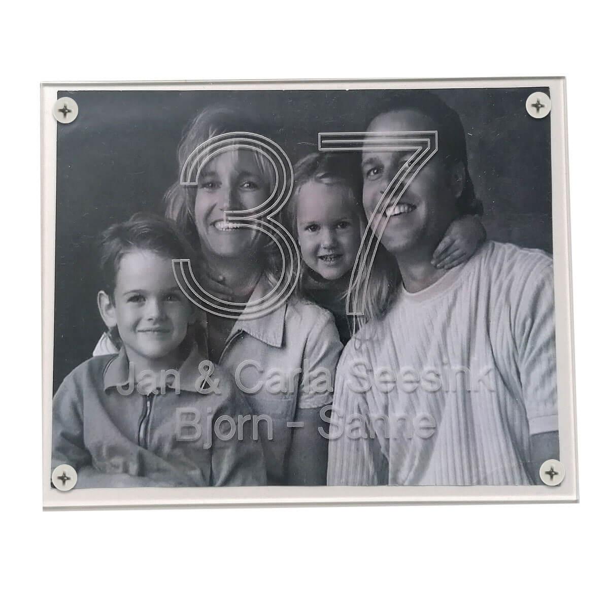 Deurnaamplaat met kleuren gezinsfoto