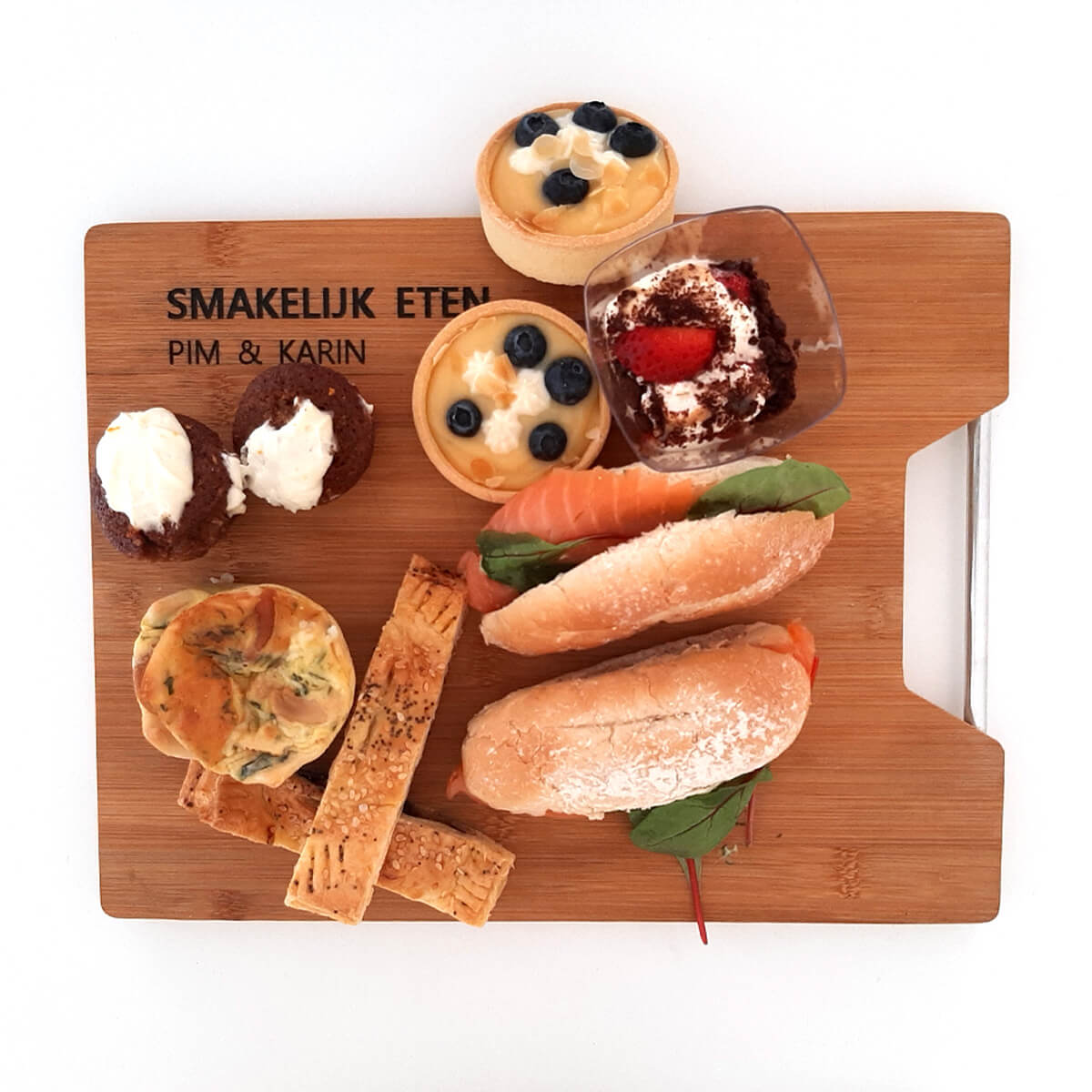 Luxe houten serveer en broodplank voorzien van een mooie gravering