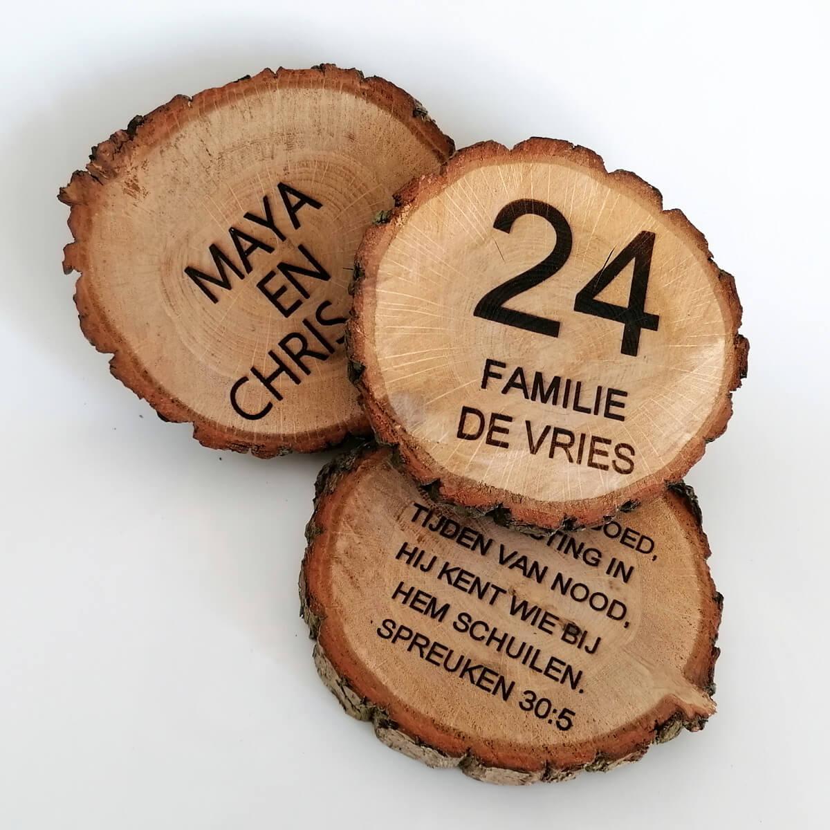 Houten boomschijf naambord met gravering