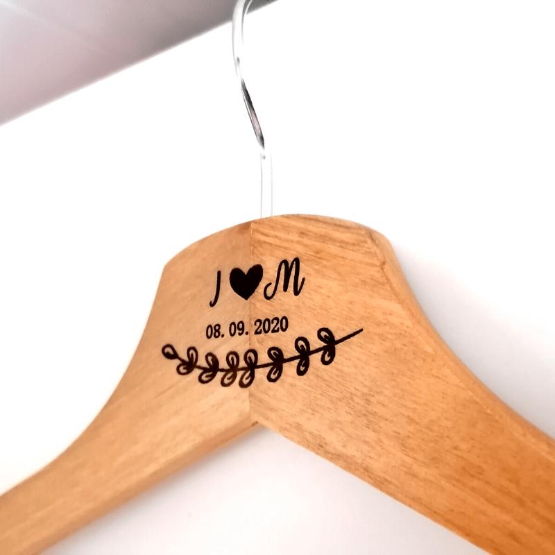 Jurk-hanger voor huwelijksceremonie