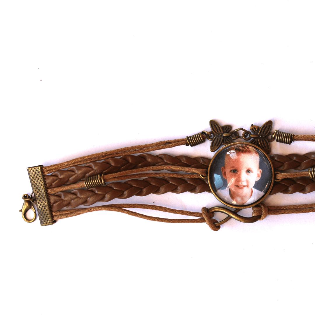 Vintage armband van mooi leer en gratis een foto of naamhanger.