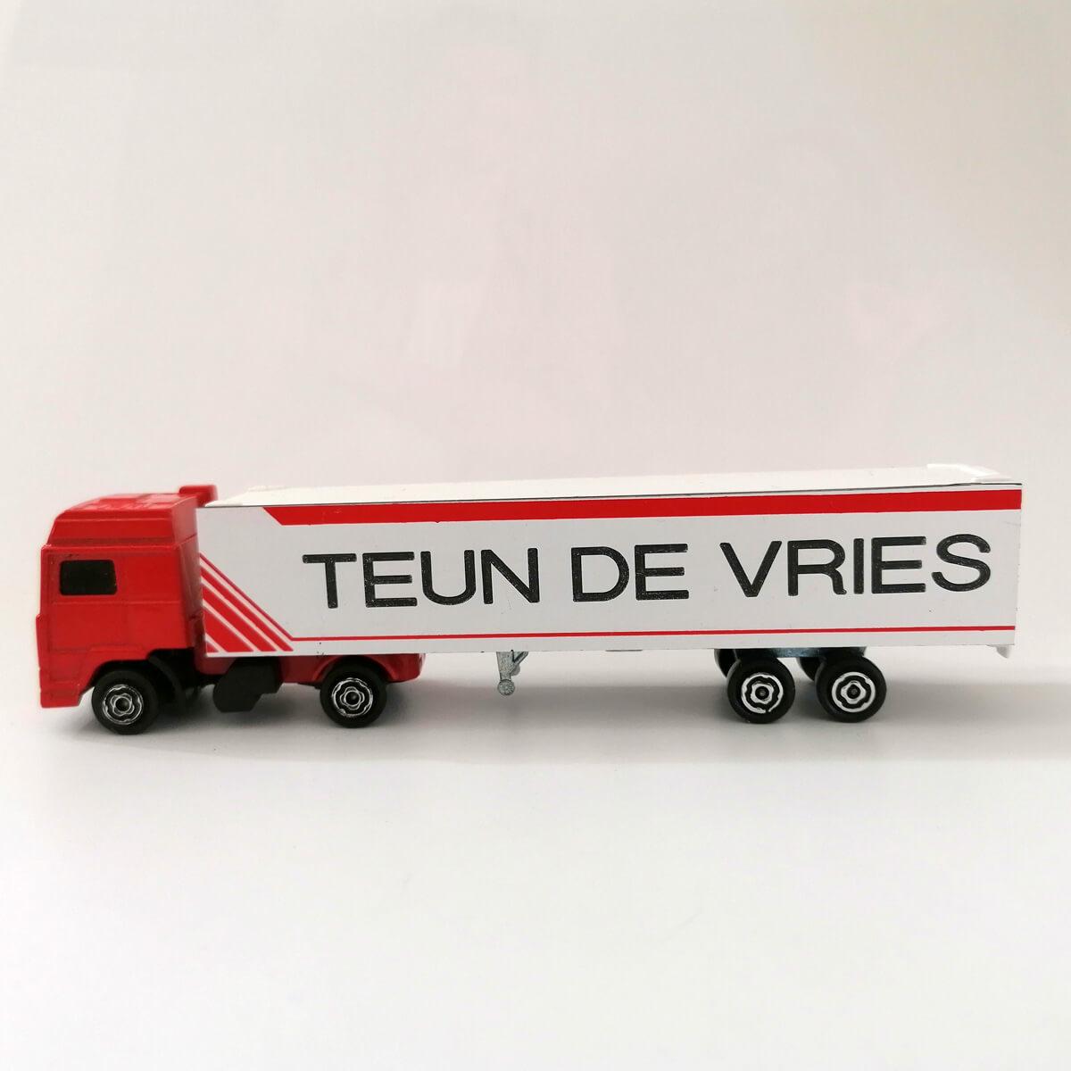 Stoere retro schaalmodel Volvo vrachtwagen met naam