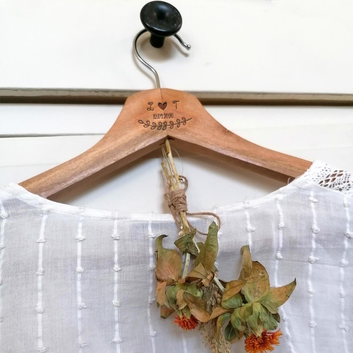 Staat leuk aan elke kapstok of kledingkast, deze personaliseerbare kleerhangers