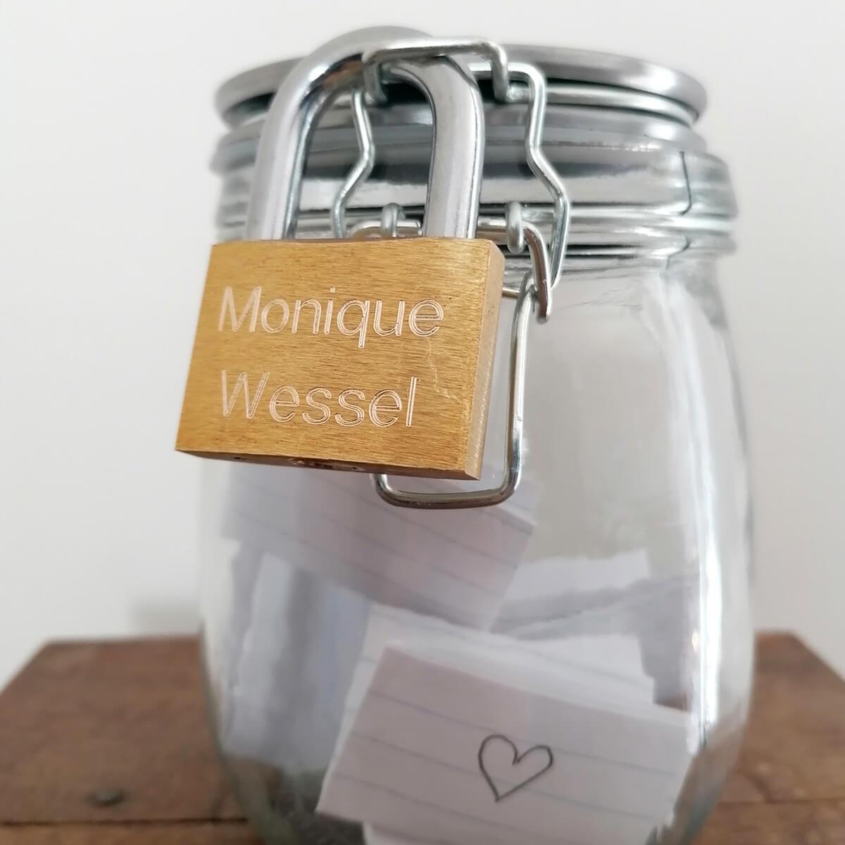 Dit hangslot word een liefdesslotje met jullie namen en datum er gratis in gegraveerd
