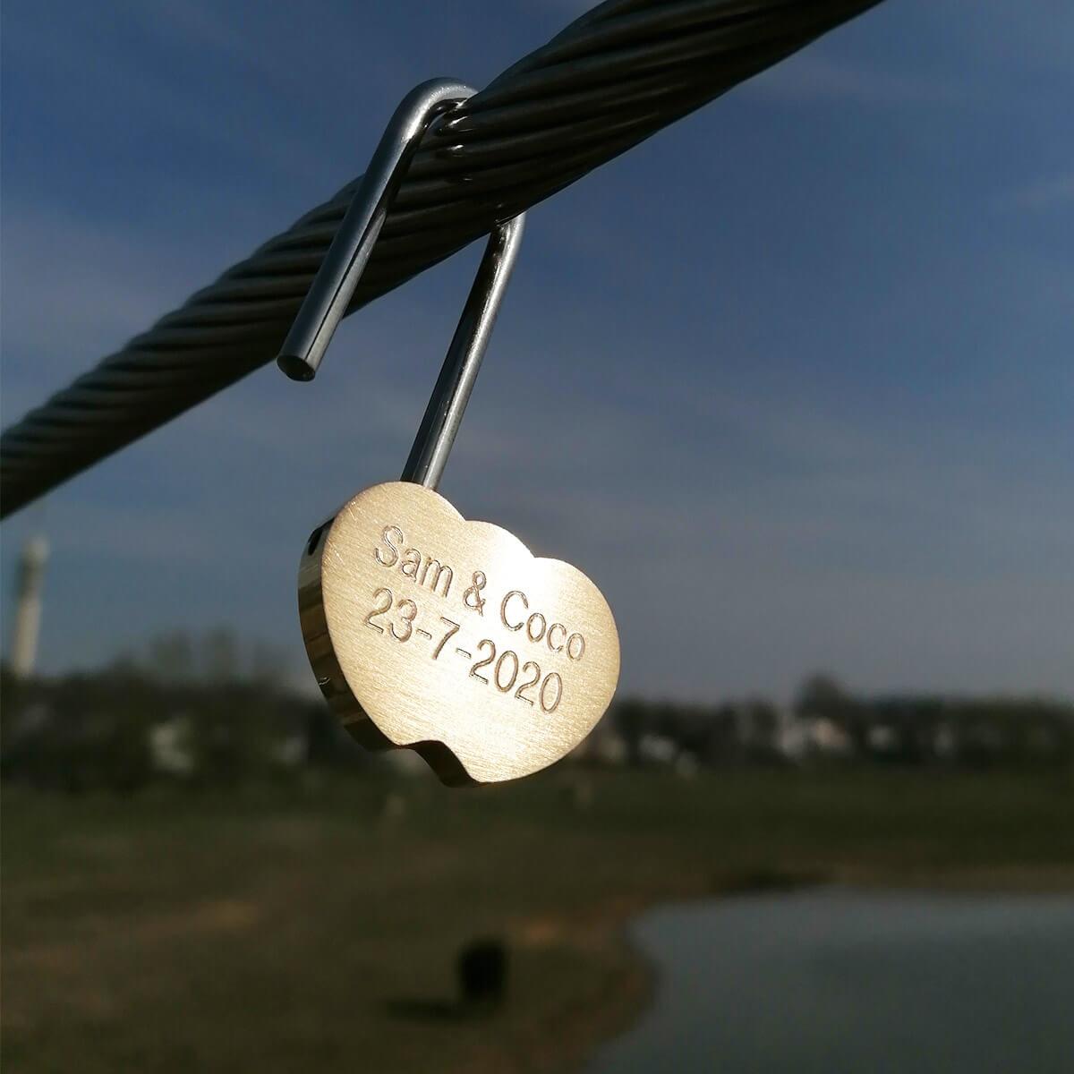Romantisch bedrukt hangslot ook in hartvorm
