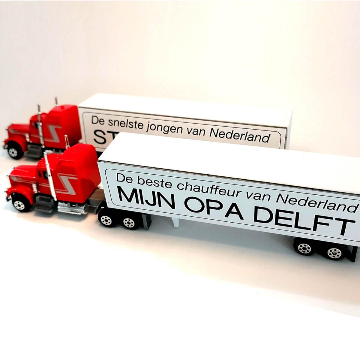 Vrachtwagenchauffeur cadeau idee / tip: Vrachtwagen met oplegger met tekst gravering
