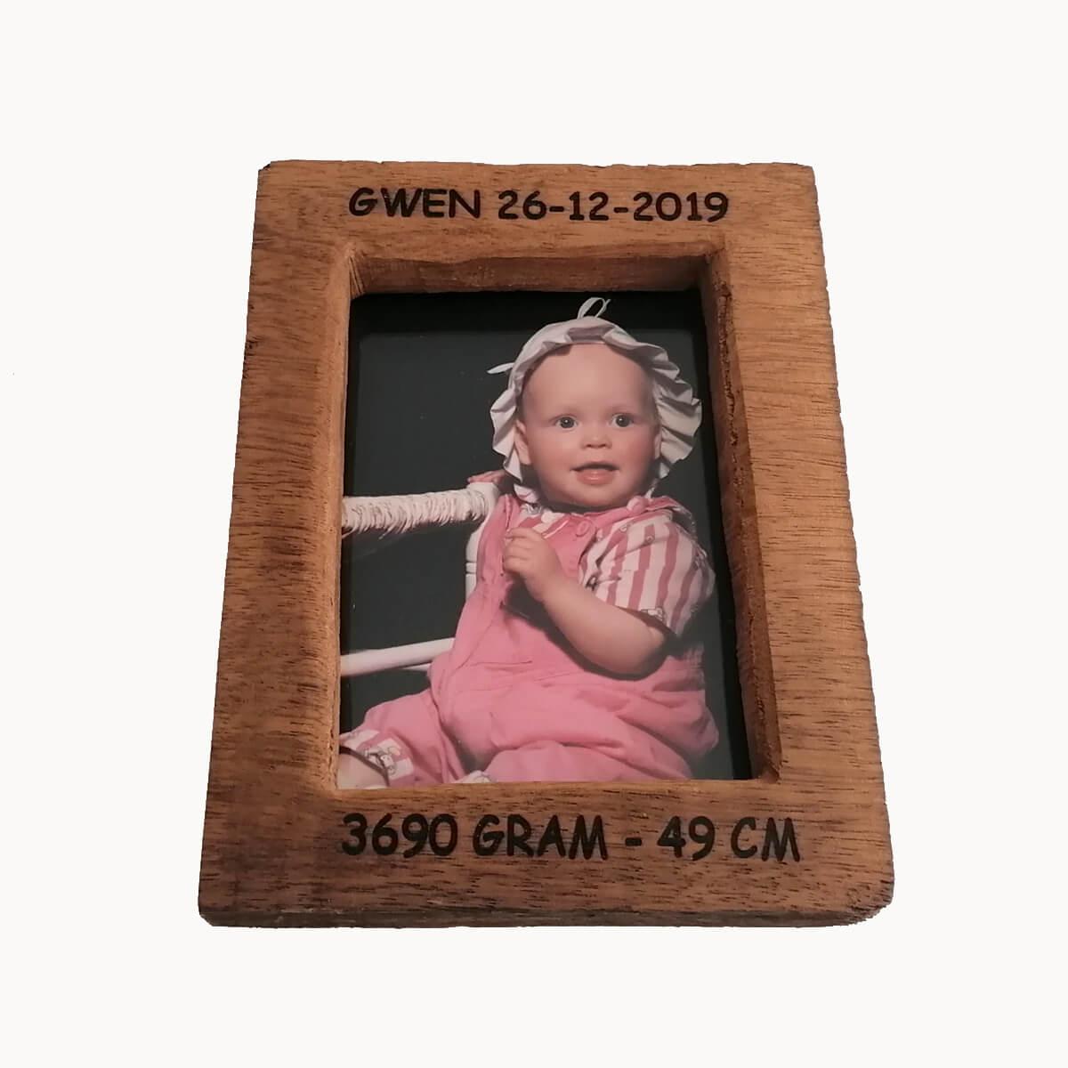 Baby cadeau: fotolijst met foto en alle geboorte gegevens