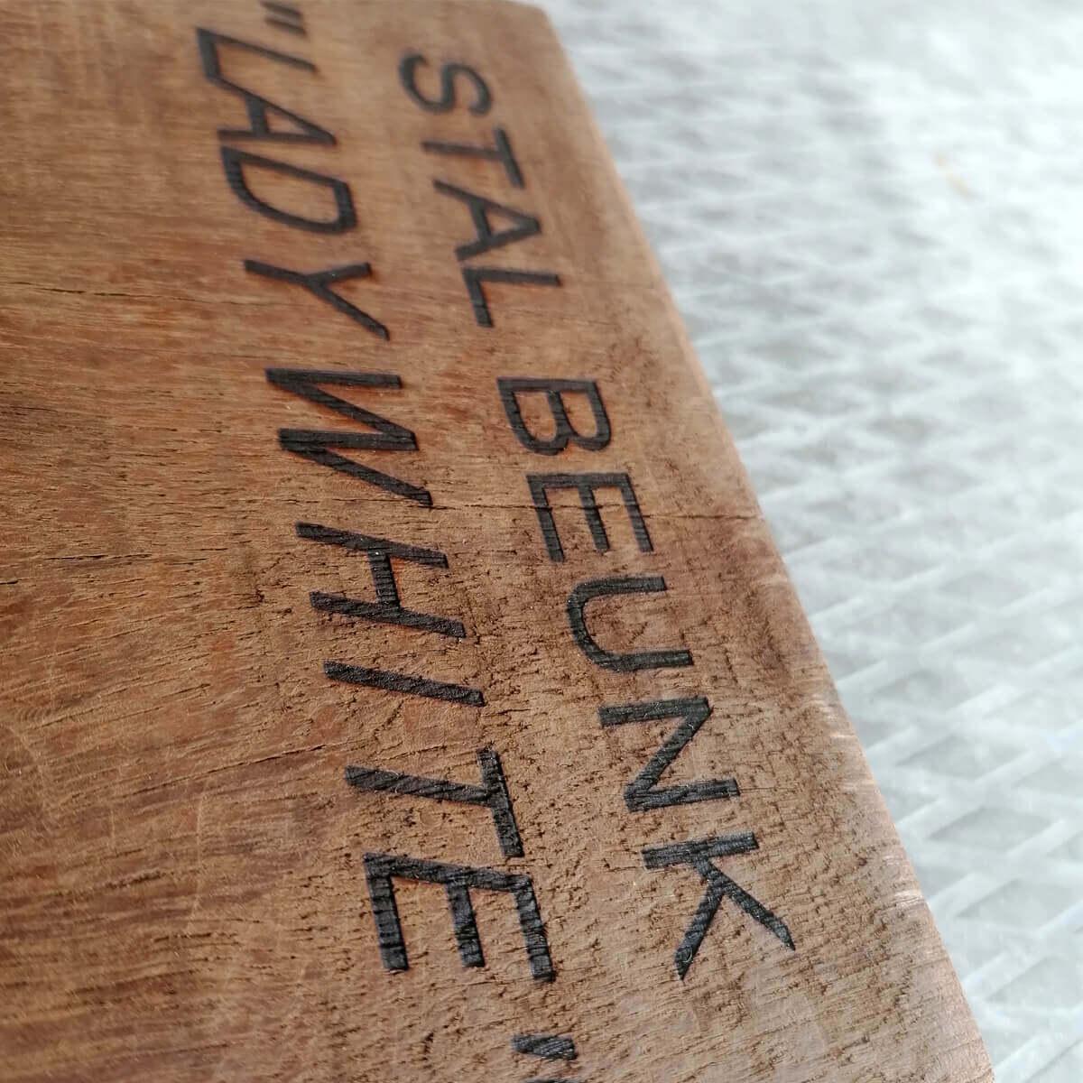 Staldeur of stalkist houten naamplaat met personalisatie