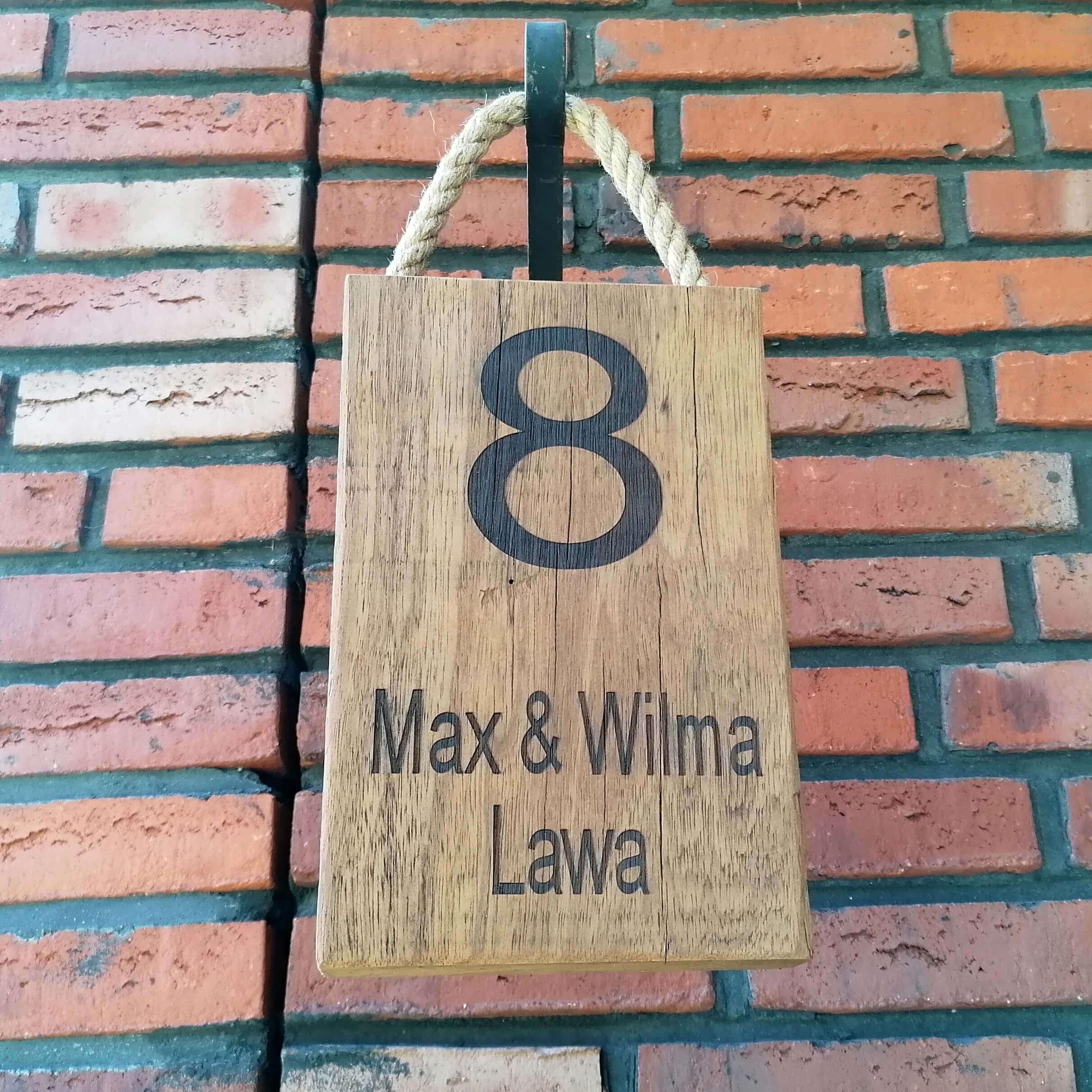 Familienaam bord van robuust hout voor voordeur of muur