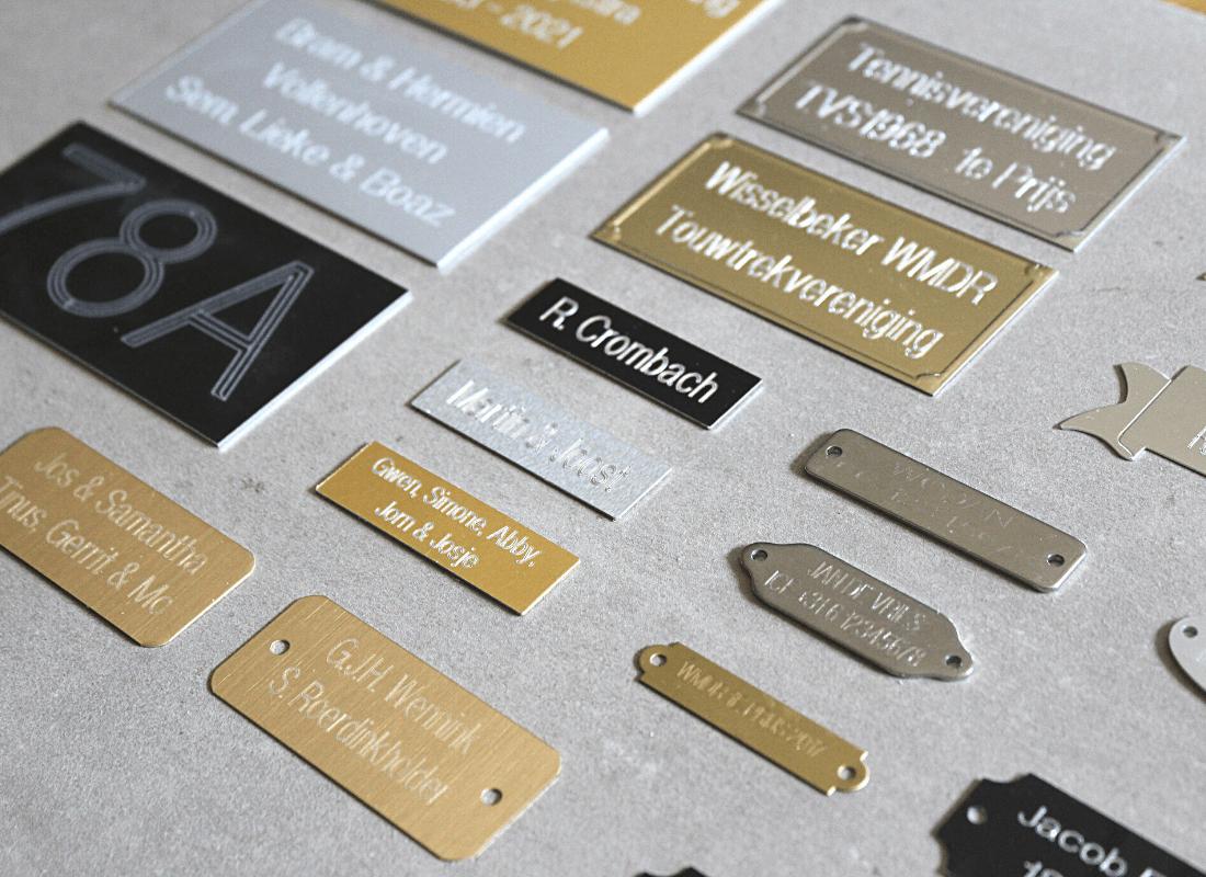metalen tekstplaatje met gravering