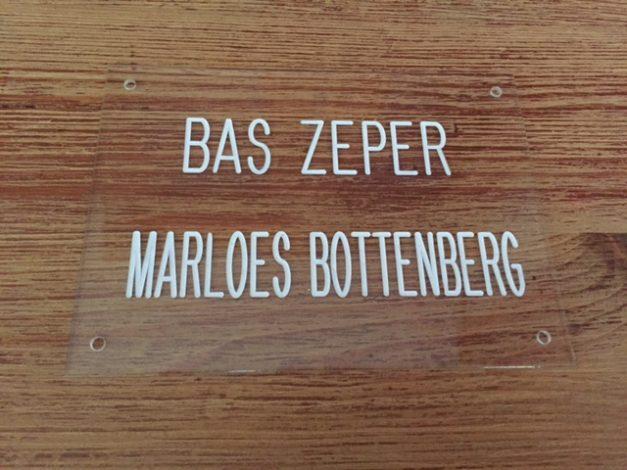 Deur-naamplaat op voordeur