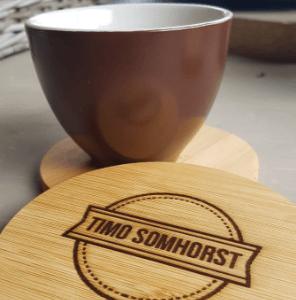 Slogan op een houten product